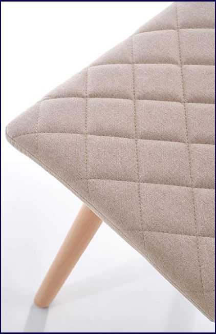 Beżowe krzesło tapicerowane do salonu Corden