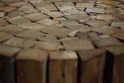 Stylowy stołek Villy - drewniany