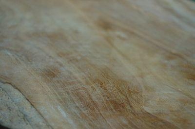 Industrialny taboret Lemmi - drewniany
