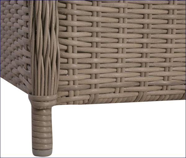 Brązowe fotele polirattanowe na trasa Grafton