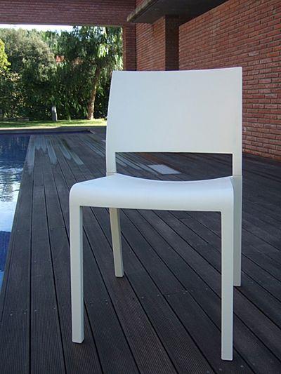 Minimalistyczne krzesło Salmo - białe