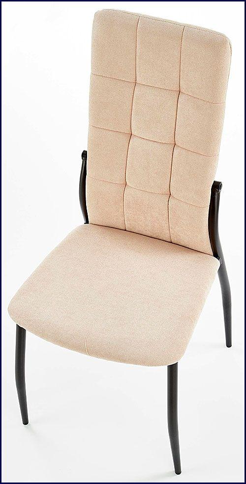 Beżowe krzesło pikowane w minimalistycznym stylu Holden
